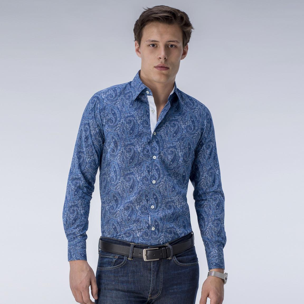 Mönstrad blå skjorta