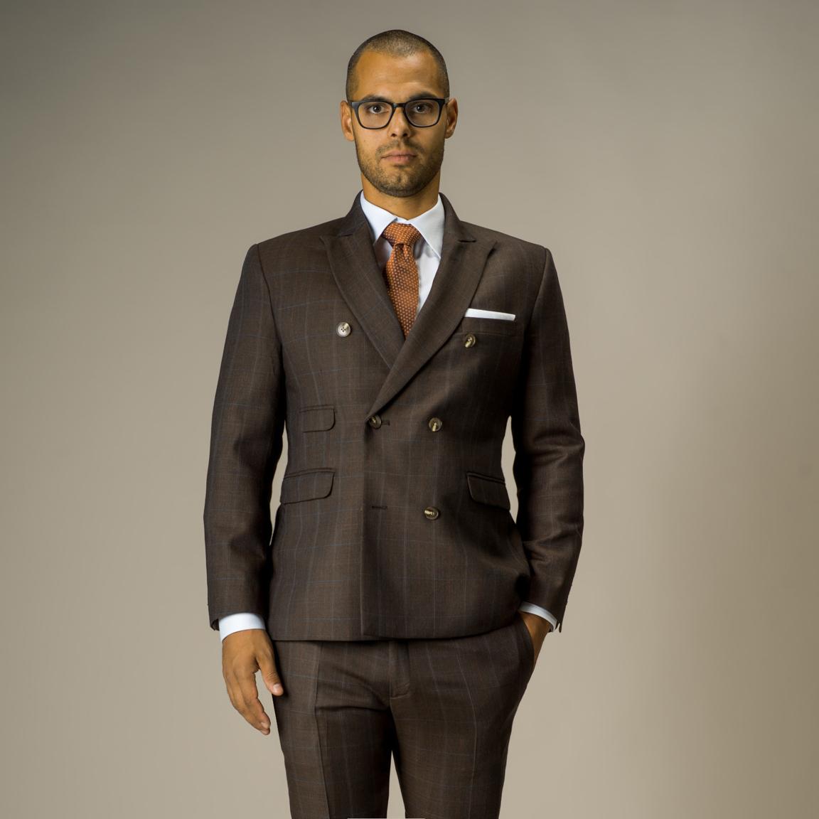 Tvådelad dubbelknäppt kostym i brun glencheck