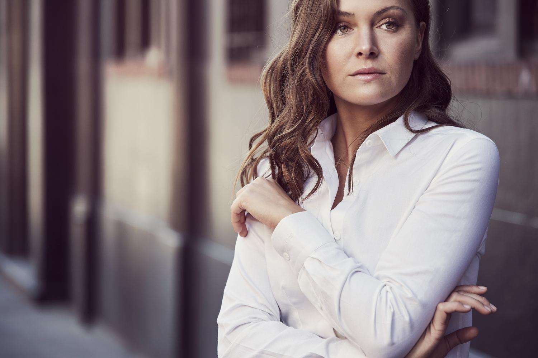 Marineblå dameskjorte med hviteblå striper | Tailor Store®
